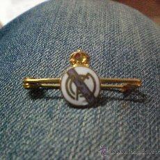 Coleccionismo deportivo: PIN INSIGNIA ANTIGUA DEL REAL MADRID MUY RARA . Lote 18645680