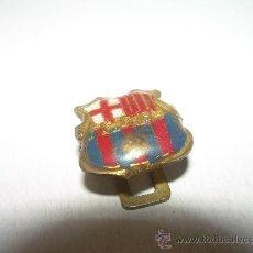 Coleccionismo deportivo: ANTIGUA INSIGNIA...FUTBOL CLUB BARCELONA (F.C.B.). Lote 22358144