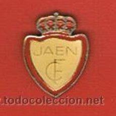 Coleccionismo deportivo: PIN DEPORTIVOS, EQUIPO FÚTBOL ESPAÑA, R. JAÉN C.F.. Lote 20475739