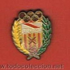 Coleccionismo deportivo: PIN DEPORTIVOS, EQUIPO FÚTBOL ESPAÑA, C.E. HOSPITALET. Lote 27407609