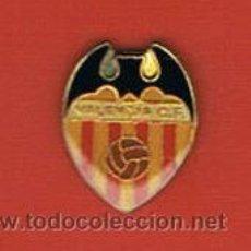 Coleccionismo deportivo: PIN DEPORTIVOS, EQUIPO FÚTBOL ESPAÑA, VALENCIA C.F.. Lote 20482291