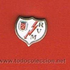 Coleccionismo deportivo: PIN DEPORTIVOS, EQUIPO FÚTBOL ESPAÑA, A.D. RAYO VALLECANO DE MADRID. Lote 20646385