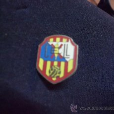 Coleccionismo deportivo: PIN EQUIPO FUTBOL LLAVANERAS - BARCELONA- ( CATALUÑA ). Lote 31868539