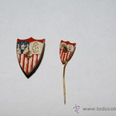 Coleccionismo deportivo: 2 PINS FUTBOL SEVILLA. Lote 34345187