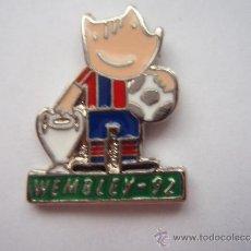 Collectionnisme sportif: PIN DEL F.C.BARCELONA COBI WEMBLEY 92 PIE VERDE. Lote 34000615