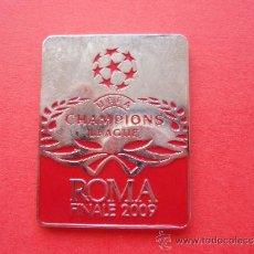 Coleccionismo deportivo: PIN DE LA FINAL DE CHAMPIONS LEAGUE ROMA 2009 F C BARCELONA MANCHESTER- BARÇA (ROJO Y SIN GOTA). Lote 52606201
