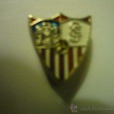 Coleccionismo deportivo: PIN FUTBOL SEVILLA - SOLAPA. Lote 33943664