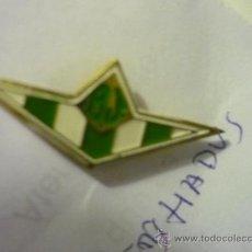 Coleccionismo deportivo: PIN FUTBOL BETIS HADU. Lote 34847287