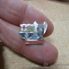 Coleccionismo deportivo: PIN FUTBOL F C BARCELONA CHAMPIONS LEAGUE 2010 2011. Lote 35766098