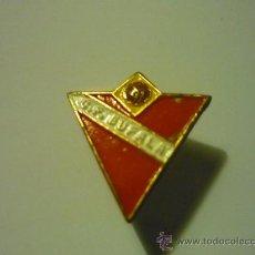 Coleccionismo deportivo: PIN FUTBOL BUFALA CF -AGUJA. Lote 36184834