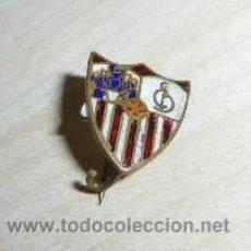 Coleccionismo deportivo: MUY INTERESANTE PIN INSIGNIA DEL SEVILLA CLUB DE FÚTBOL ESMALTADO, DE AGUJA. Lote 36425734
