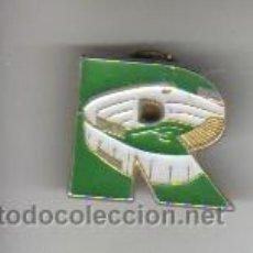 Coleccionismo deportivo: PIN DE CLIP FUTBOL REAL BETIS BALONPIE ? CAMPO DE FUTBOL. Lote 37494786