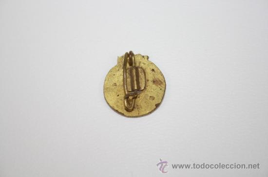 Coleccionismo deportivo: PIN060 PIN O INSIGNIA DEL GIRONA FC. METAL DORADO Y ESMALTE. DE IMPERDIBLE. 1,6 CM - Foto 2 - 37781781