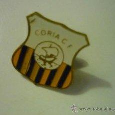 Coleccionismo deportivo: PIN FUTBOL CORIA CF. Lote 38502726