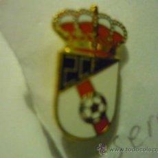 Coleccionismo deportivo: PIN FUTBOL ESMALTADO SERRALLO CF. Lote 38938623