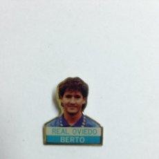 Coleccionismo deportivo: INSIGNIA PIN DE BERTO - REAL OVIEDO CLUB DE FUTBOL. Lote 40322209