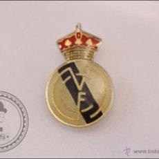 Coleccionismo deportivo: PIN REAL MADRID CLUB DE FÚTBOL - ESCUDO DEL REAL MADRID. Lote 41395075