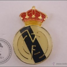 Coleccionismo deportivo: PIN REAL MADRID CLUB DE FÚTBOL - ESCUDO DEL REAL MADRID. Lote 41395312