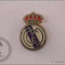 Coleccionismo deportivo: PIN REAL MADRID CLUB DE FÚTBOL - ESCUDO DEL REAL MADRID. PEQUEÑO. Lote 41395328