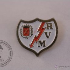 Coleccionismo deportivo: PIN RAYO VALLECANO DE MADRID - ESCUDO - CLUB DE FÚTBOL. Lote 41417698