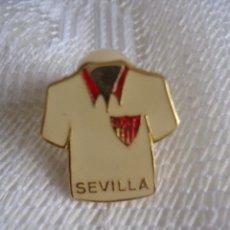 Coleccionismo deportivo: PIN CAMISETA DEL SEVILLA. PIN SEVILLA. Lote 41600332