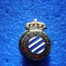 Coleccionismo deportivo: ANTIGUA INSIGNIA PARA OJAL DE CHAQUETA - REAL CLUB DEPORTIVO ESPAÑOL - ANTIGUO PIN FUTBOL -. Lote 68083826