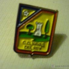 Coleccionismo deportivo: PIN FUTBOL NAVAS DEL REY CD. Lote 42285312