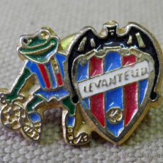 Coleccionismo deportivo: ANTIGUO Y RARO PIN DE SOLAPA, FUTBOL, LEVANTE UD. Lote 43286742