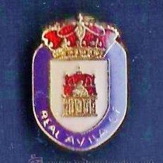 Coleccionismo deportivo: PIN - FUTBOL - REAL AVILA C.F. - METAL LACADO - EP 2/3. Lote 43777359