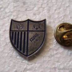 Coleccionismo deportivo: PIN DE DEPORTES. FÚTBOL. CONIL CF CÁDIZ. ESCUDO DEL EQUIPO. Lote 44104341