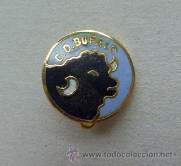 RARO E INTERESANTE PIN INSIGNIA - CENTRO DE DEPORTES BUFALO - BARCELONA (Coleccionismo Deportivo - Pins de Deportes - Fútbol)