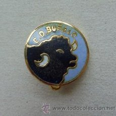 Coleccionismo deportivo: RARO E INTERESANTE PIN INSIGNIA - CENTRO DE DEPORTES BUFALO - BARCELONA . Lote 44829389