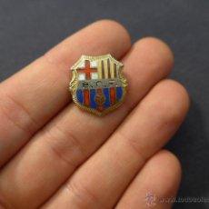 Coleccionismo deportivo: ANTIGUA INSIGNIA DEL FUTBOL CLUB BARCELONA, BCF, BARÇA. Lote 46559110