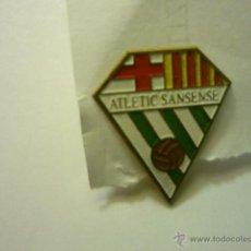 Coleccionismo deportivo: PIN FUTBOL AT,.SANSENSE - BARCELONA. Lote 46688330