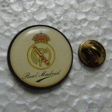 Coleccionismo deportivo: PIN DE DEPORTES. FÚTBOL. REAL MADRID CLUB DE FÚTBOL. Lote 46713804