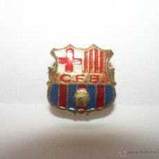 Coleccionismo deportivo: ANTIGUA INSIGNIA PIN C.F.B - FC BARCELONA BARÇA. Lote 46971218