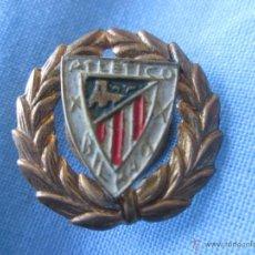 Coleccionismo deportivo: PIN TIPO INSIGNIA FUTBOL ANTIGUA DE SOLAPA ATHLETIC DE BILBAO SE LEE ATLETICO DE BILBAO. Lote 48812585
