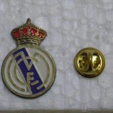 Coleccionismo deportivo: PIN REAL MADRID CLUB DE FÚTBOL. ESCUDO GRANDE. Lote 49678987
