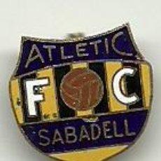 Coleccionismo deportivo: (P-352)INSIGNIA ESMALTADA DE AGUJA ATLETIC SABADELL. Lote 49966420