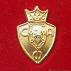 Coleccionismo deportivo: PIN / INSIGNIA BAÑO DE ORO - CLUB ATLETIC OSASUNA - LIGA ESPAÑOLA. Lote 49979383
