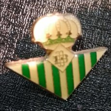 Coleccionismo deportivo: PIN FUTBOL REAL BETIS BALONPIE. Lote 50056924
