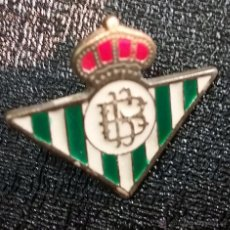 Coleccionismo deportivo: PIN FUTBOL REAL BETIS BALONPIE. Lote 50056949