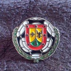 Coleccionismo deportivo: PIN ESCUDO EQUIPO FUTBOL A IDENTIFICAR. Lote 50475722