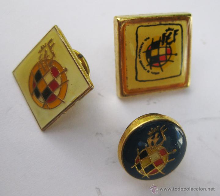 Coleccionismo deportivo: LOTE 3 INSIGNIAS PINS REAL FEDERACION ESPAÑOLA DE FUTBOL - Foto 2 - 50864239