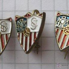 Coleccionismo deportivo: LOTE INSIGNIA PIN REAL SEVILLA ANTIGUAS PINS INSIGNIAS FUTBOL AÑOS 60. Lote 50891335