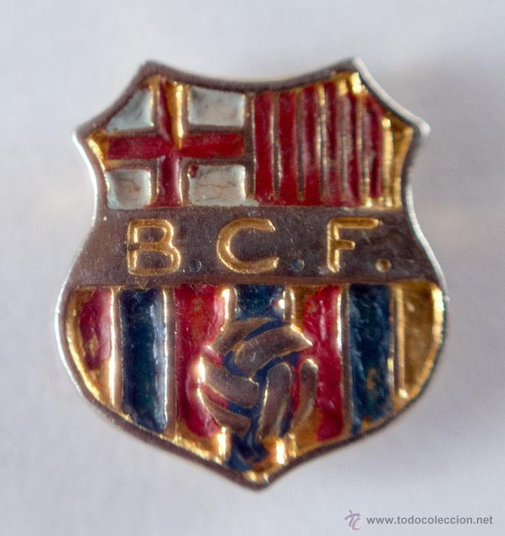 ANTIGUA INSIGNIA DORADA DE SOLAPA B.C.F. BARCELONA (Coleccionismo Deportivo - Pins de Deportes - Fútbol)