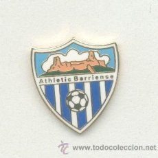 Coleccionismo deportivo: PIN - INSIGNIA DE FÚTBOL. CD ATHLETIC BARRIENSE (VÉLEZ-MÁLAGA, MÁLAGA). ESMALTADA. Lote 52601796