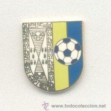 Coleccionismo deportivo: PIN - INSIGNIA DE FÚTBOL. ANDALUCÍA. BEAS CF (BEAS, HUELVA). ESMALTADO. OFICIAL. Lote 126860023