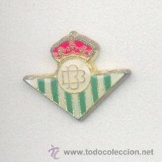 Coleccionismo deportivo: PIN - INSIGNIA DE FÚTBOL. ANDALUCÍA. REAL BETIS BALOMPIÉ (SEVILLA). OFICIAL. Lote 64644319