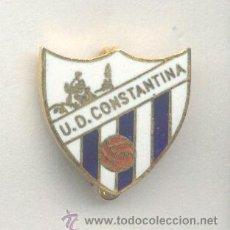 Coleccionismo deportivo: PIN - INSIGNIA DE FÚTBOL. ANDALUCÍA. UD CONSTANTINA (CONSTANTINA, SEVILLA). ESMALTADO. AGUJA. Lote 52937623